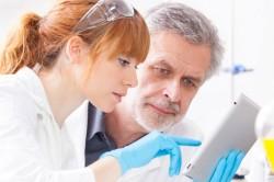 Контроль врача при лечении рака кости