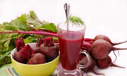 Свежевыжатый свекольный сок для лечения онкологических заболеваний